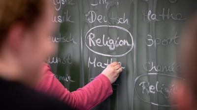 Tagesgespräch: Streit über Islamunterricht: Ist das Schulfach Religion noch zeitgemäß?