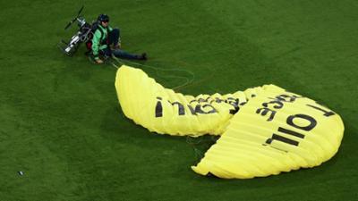 Tagesgespräch: Greenpeace, Femen, David gegen Goliath: Wie sinnvoll sind provokante Protestaktionen?