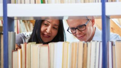 Tagesgespräch: Stiller Lesesaal oder multimedialer Treffpunkt: Was muss eine moderne Bibliothek können?
