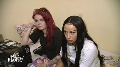 Ab ins Kloster! - Rosenkranz statt Randale: Existenzangst ohne Zigaretten und Make-Up