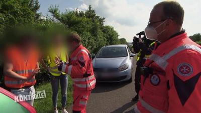 Achtung Kontrolle: Reifenpanne auf der Autobahn