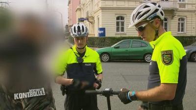 Achtung Kontrolle!: E-Roller ohne Zulassung - Fahrradstaffel Dresden