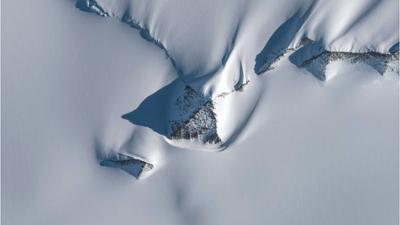 Natur und Mensch: Mysteriöse Strukturen: Schneepyramiden in der Antarktis entdeckt