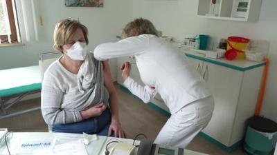 News & Trends: Darum fordern Hausärzte jetzt zur Grippe-Impfung auf