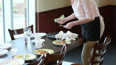 News & Trends: Service-Gau & Schließungen: Enormer Personalmangel im Gastgewerbe