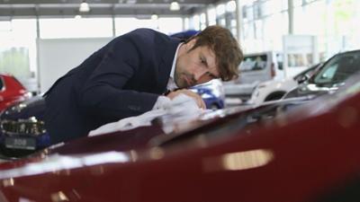 7 Tage: ... unter Autoverkäufern