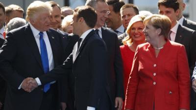 Die Gesten der Mächtigen: Was die Körpersprache von Trump, Putin und Merkel verrät