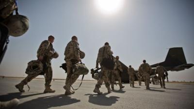 phoenix runde: Großer Zapfenstreich: War der Afghanistan-Einsatz vergeblich?