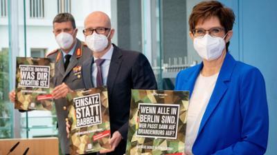 """phoenix vor ort: Bundeswehr: """"Wir waren selbst überrascht, wie groß das Interesse ist"""""""
