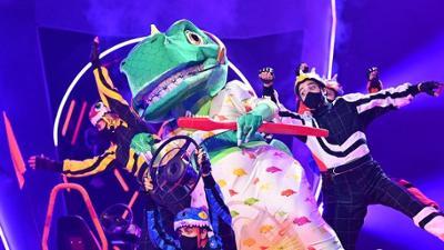 The Masked Singer: Finale: Der Dinosaurier performt 'Rappers Delight / Get Lucky'vo