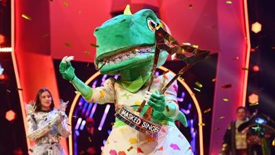 The Masked Singer: Sasha gewinnt als Dinosaurier die 4. Staffel 'The Masked Singer'