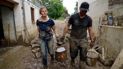 7 Tage: .. unter Katastrophen-Helfern