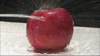 Planet Schule: Achtung! Experiment - Eine Klinge aus Wasser