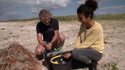 Die Maus wird 50: Plastikmüll im Meer